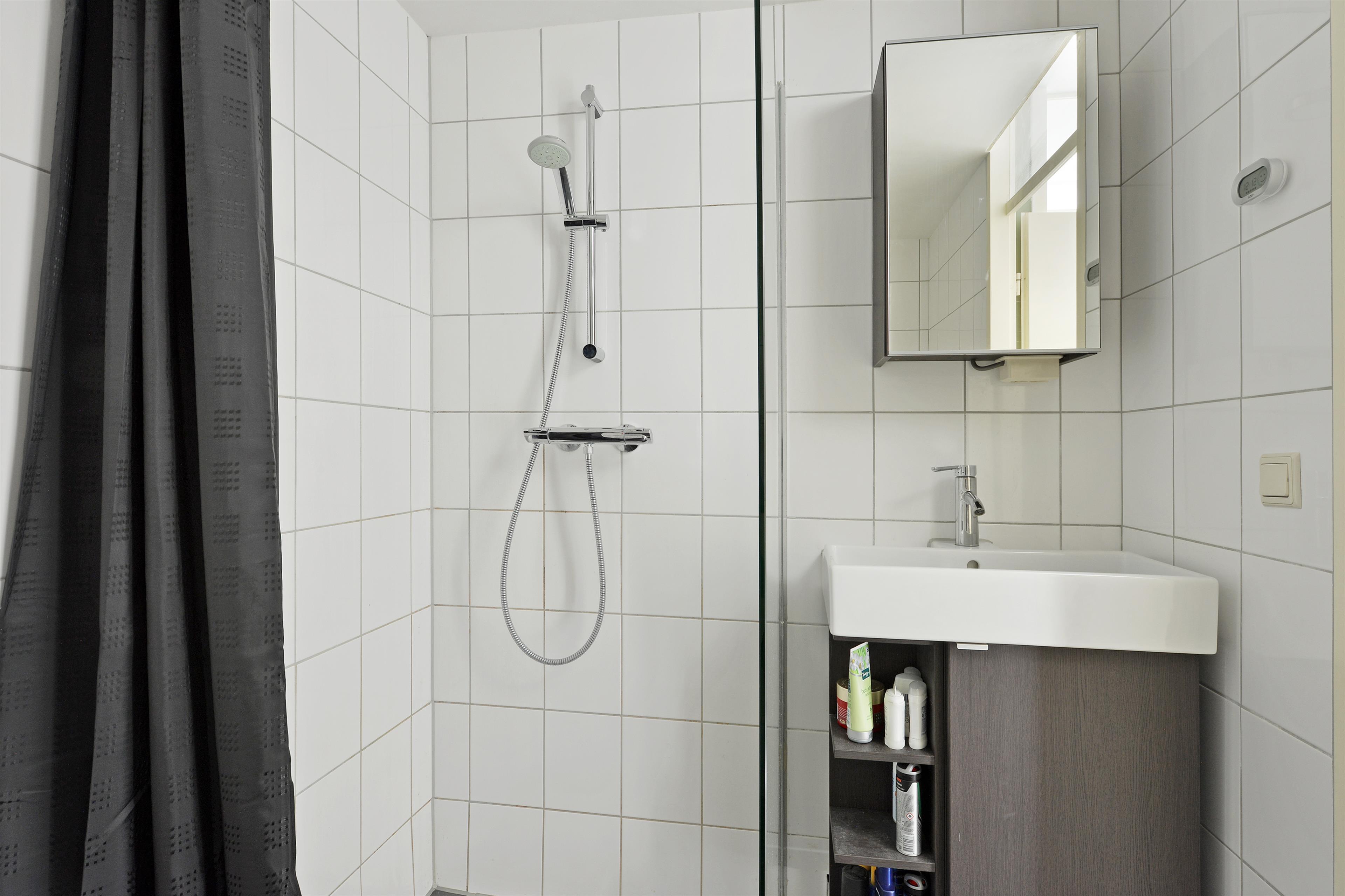 Te koop nieuwe purmerweg 126 amsterdam hoekstra en van eck m r makelaar - Functionele badkamer ...